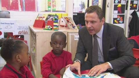David Walliams supports literacy campaign