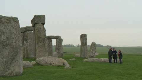 Cameron visits Stonehenge after tunnel plans announced