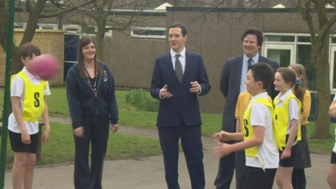 Awkward moment as no-one wants to pass Osborne the ball