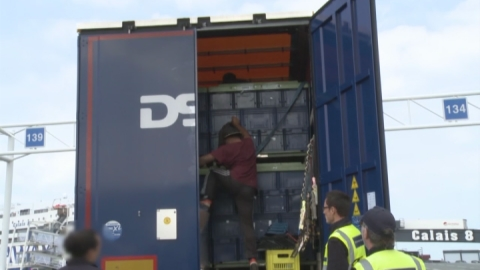 Border Force search lorries at Calais for migrants