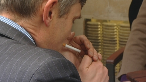 "Cigarette packaging vote delay ""inexcusable"""