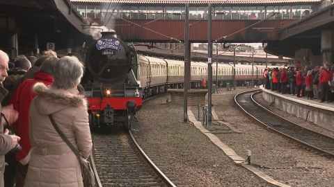 The Flying Scotsman steams its way through the East Midlands